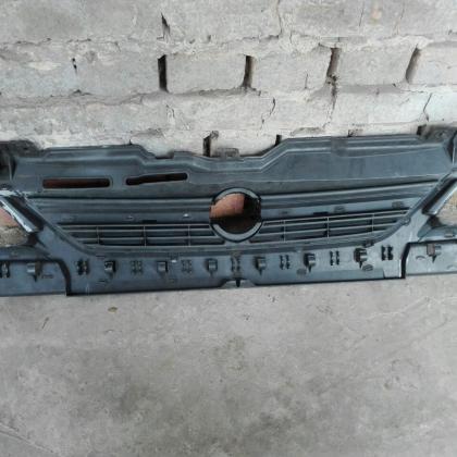 Решотка переднего бампера, радиатора Opel Corsa C 13120824