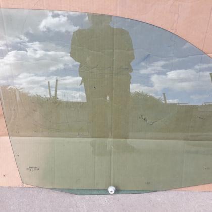 Стекло передней двери опускное Джампер Скудо Эксперт