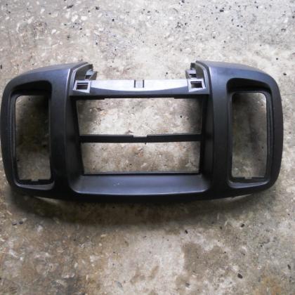 Пластиковая накладка панели магнитофона Renault Trafic