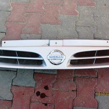 Решетка передняя (радиатора) Nissan Primastar