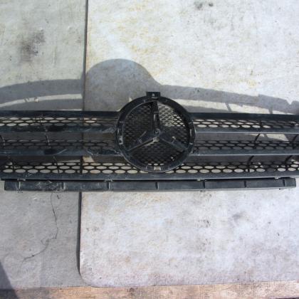 Решетка передняя mercedes sprinter 903 c 2003 по 2006 год